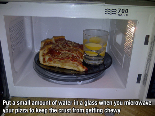 water microwave pizza lifehack